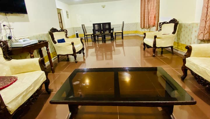 Private Apt for staycation in Diplomatic Enclave