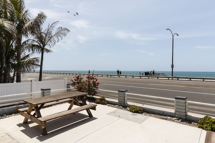 D BEACHFRONT 1BD/1BA Spacious Condo w Parking Wifi - Карлсбад - Квартира