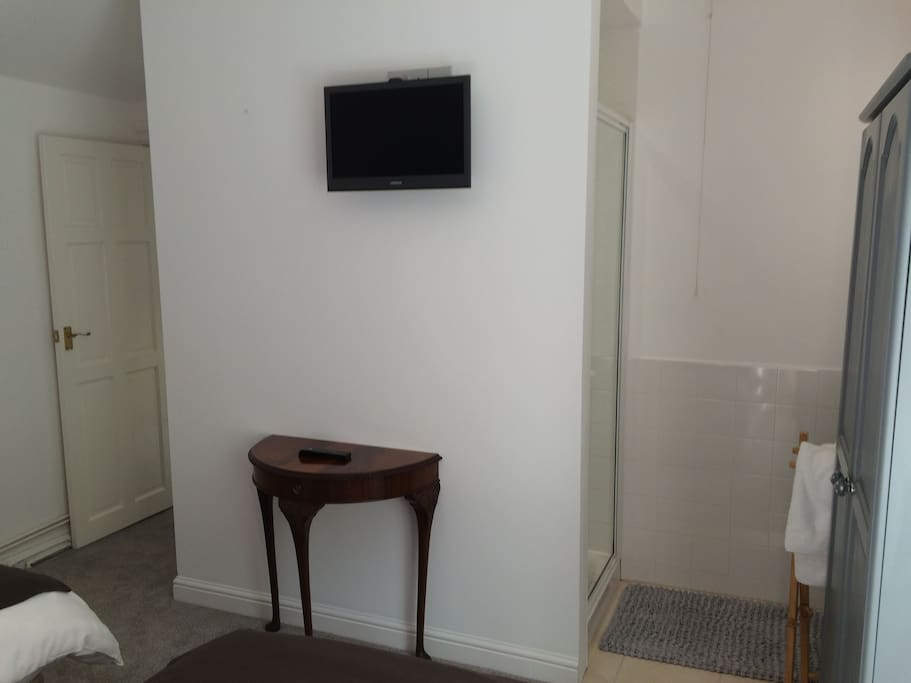 TV and Wifi in each room