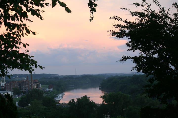 Elegant, Historic House - View That Named Richmond