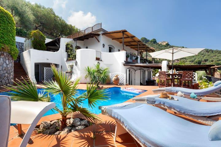 Villamia, luxury villa with pool near Sorrento
