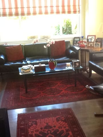 Cozy comfortable double room in upper Kitsilano