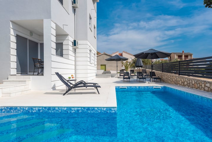 Villa Summer joy ,centrally ap. with a pool for 4