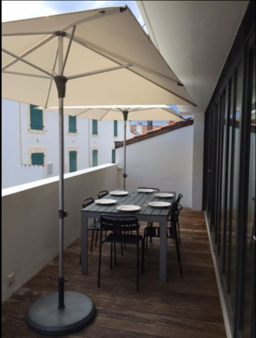 maison d 39 architecte en plein biarritz h user zur miete in biarritz aquitanien frankreich. Black Bedroom Furniture Sets. Home Design Ideas