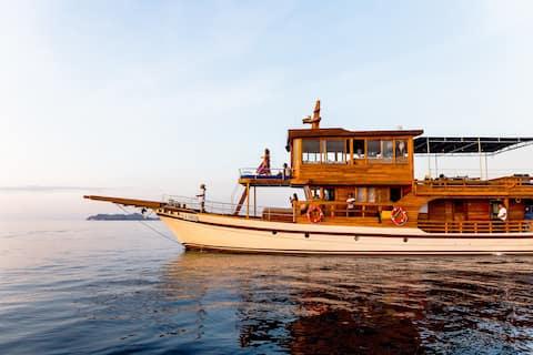 La Unua by Kamma - luxurious family adventure