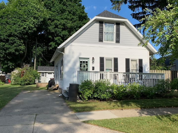 Adorable Beach Bungalow!-No Cleaning Fee!