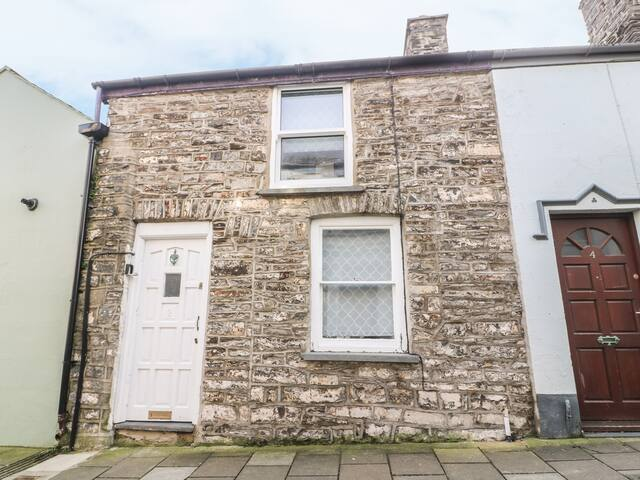 TOWN CENTRE COTTAGE, pet friendly in Aberystwyth, Ref 940078