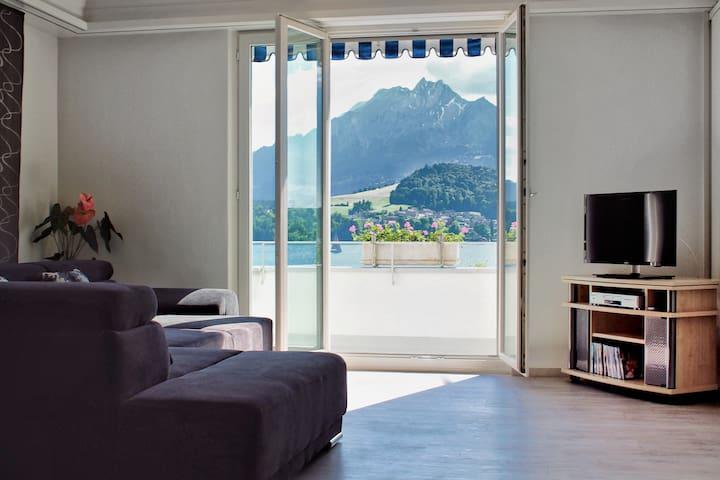 Appartement mit Berg & Seesicht in Luzern