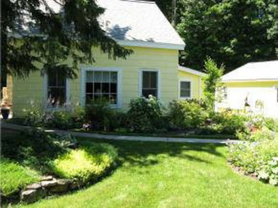 The Little Yellow Cottage Houses For Rent In Lee New