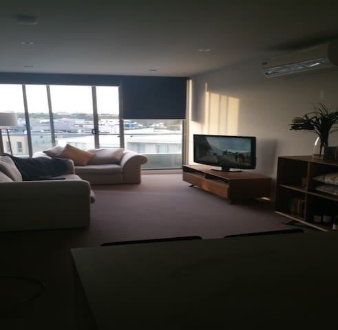 1 Bedroom Riverfront Apartment - Maribyrnong - Byt
