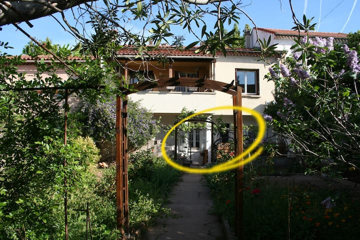 Bottom house, 35m² independant, terrace on garden