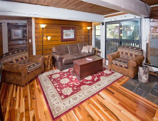 Creekside 3-Bed Vail Condo With Cozy Cabin Feel