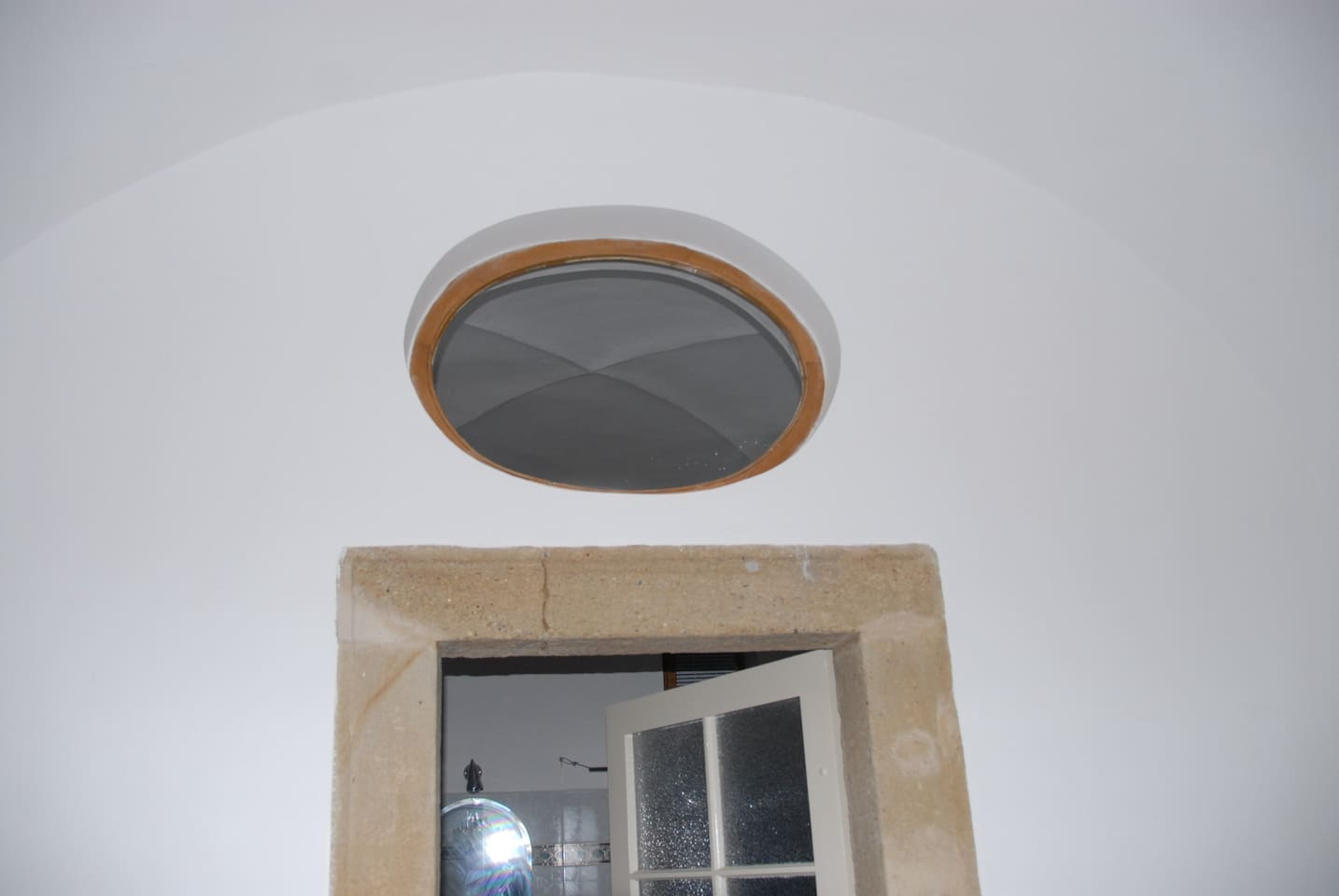 Just some of the architectural details of the old flat. Sorry I don't really have photos that capture the fell of the flat. Contact and ask and I can send more.