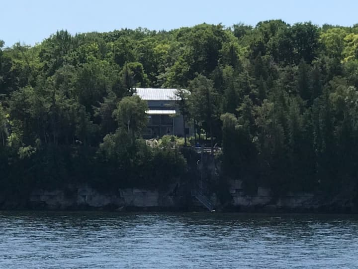 Cro's Nest - On the shore. Island views.