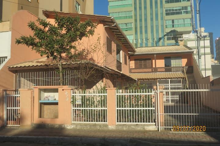 Linda Pousada ou casa de Excursão em Itapema SC.