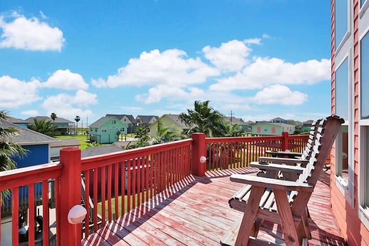 Multi-level home w/ decks & bar, outdoor shower, close to beach - 2 dogs OK!