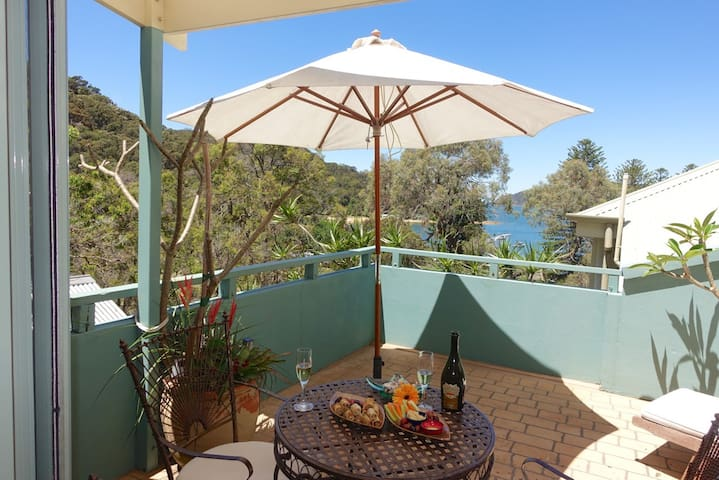 Patonga - winter escape with log fire. Great views