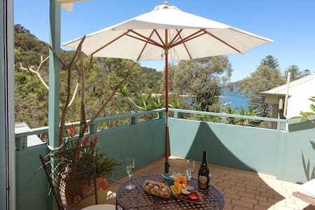 Patonga - escape to the beach! Great views!