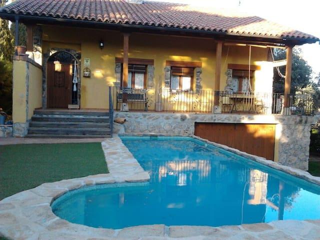 Preciosa casa entre encinas - Villa del Prado - House