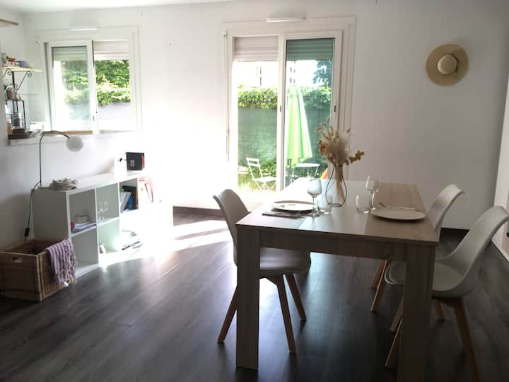 Cossy Spacious Studio+Terrasse - 200m from Metro