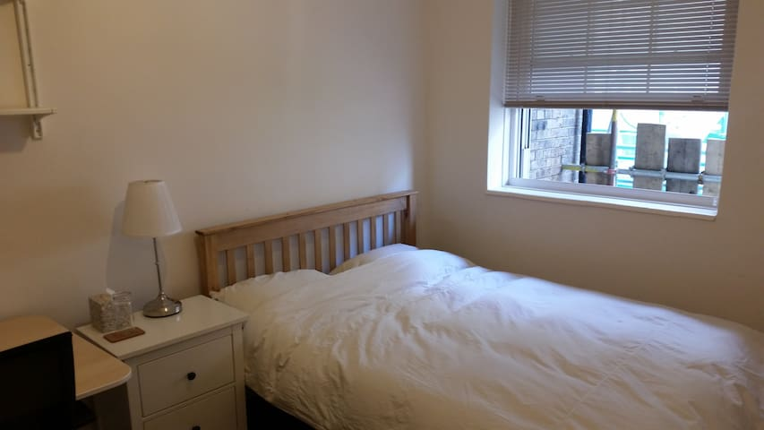 2 bed flat by Clapham Common LATE CHECK OUT