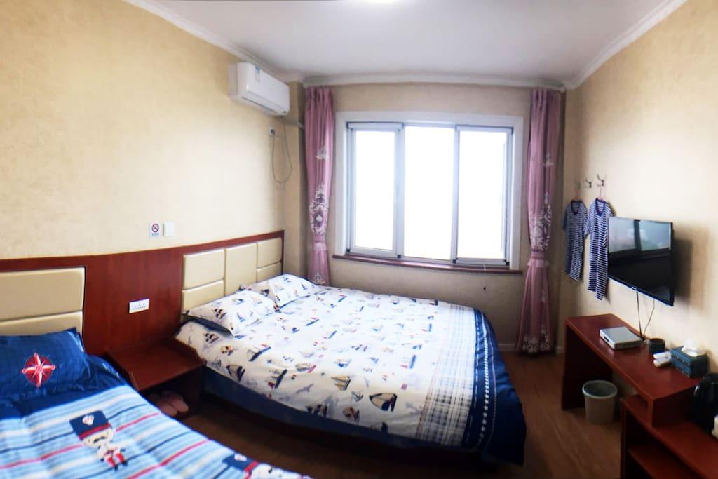 3套普通家庭房,每套也都是1张1米5的大床和1张1米2的小床,一个家庭住的话,妥妥的