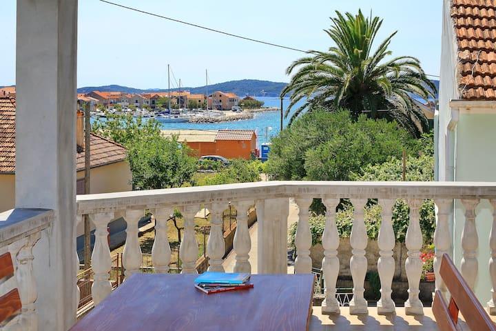 Apartment Maria, near the sea