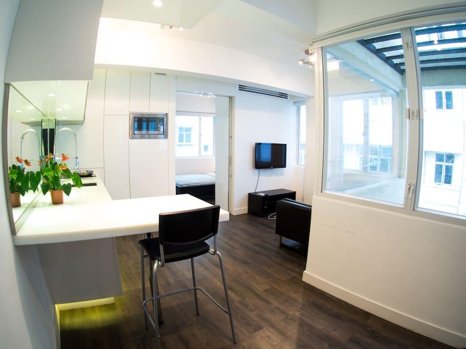 Bright spacious modern design by wanchai mtr appartements louer hong kong island wan - Farbiges modernes appartement hong kong ...