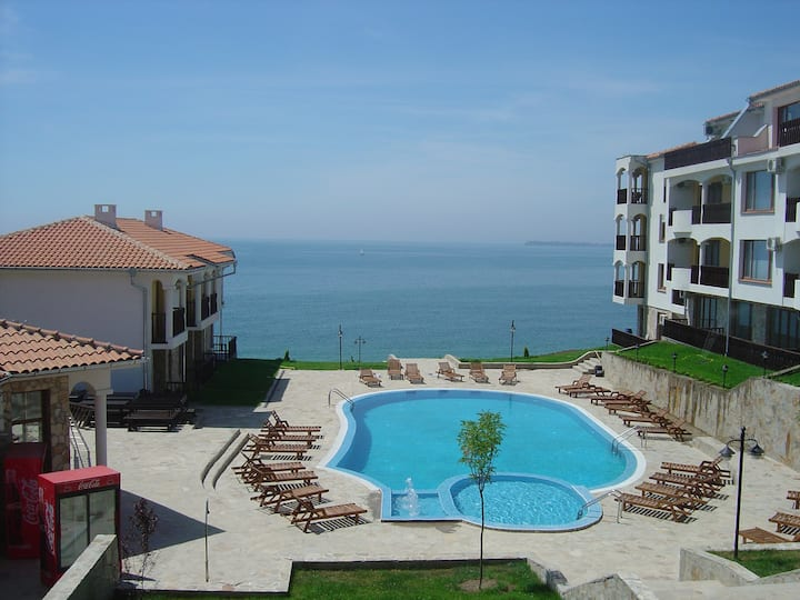 Ground floor coast line 2 bed apartment great view