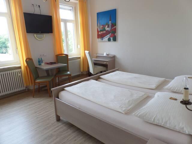 Hotel Fantasie (Ansbach), Stilvolles Doppelzimmer mit kostenfreiem WLAN