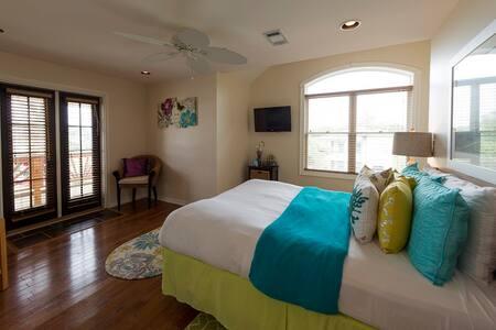 Genevive: Almanett Hotel & Bistro - Gulfport - Bed & Breakfast