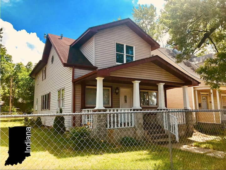 Spacious Indiana Ave House (5 Bedrooms / 3 Baths)