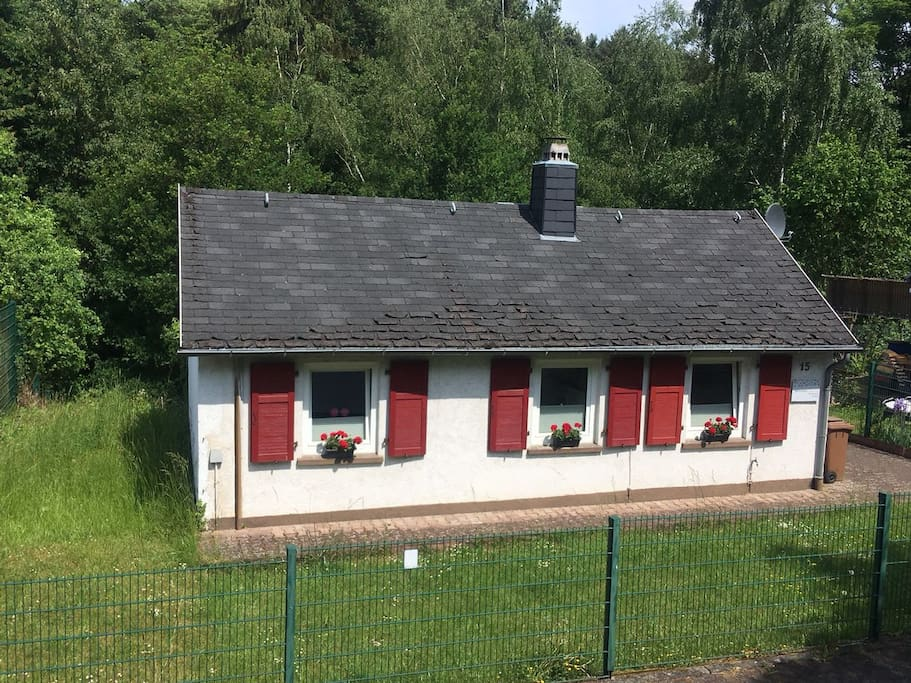 simple small cottage as vacation home guesthouses for rent in limburg an der lahn hessen. Black Bedroom Furniture Sets. Home Design Ideas