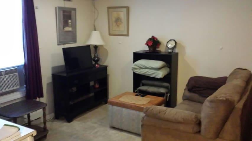 1bd/1ba Always-Home Exec Suite H #4