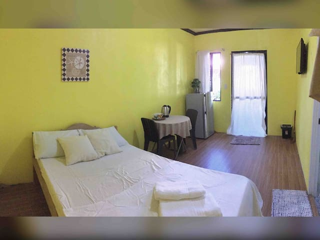 Comfy Private Room • AC WiFi Fridge • General Luna
