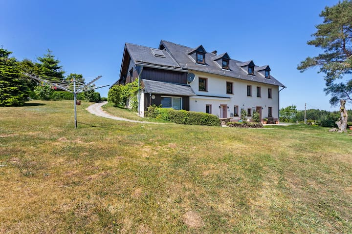 Superbe maison de vacances à Plütscheid avec jardin