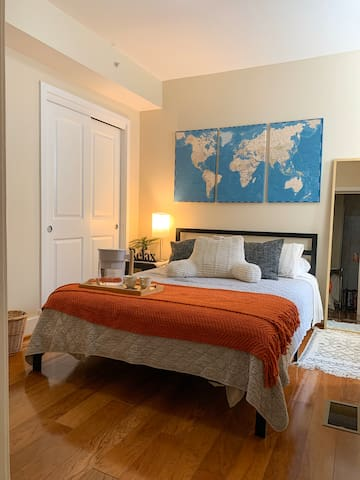 Cozy & Stylish Room with private bath, Downtown DC
