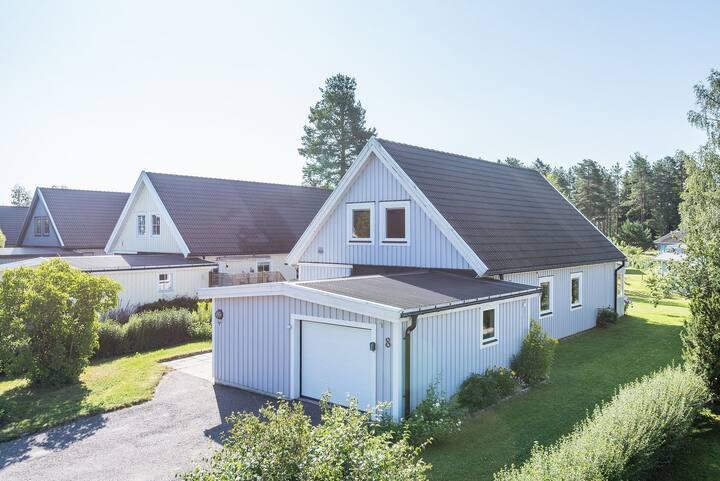 Hus i lugnt bostadsområde nära natur och fiske.