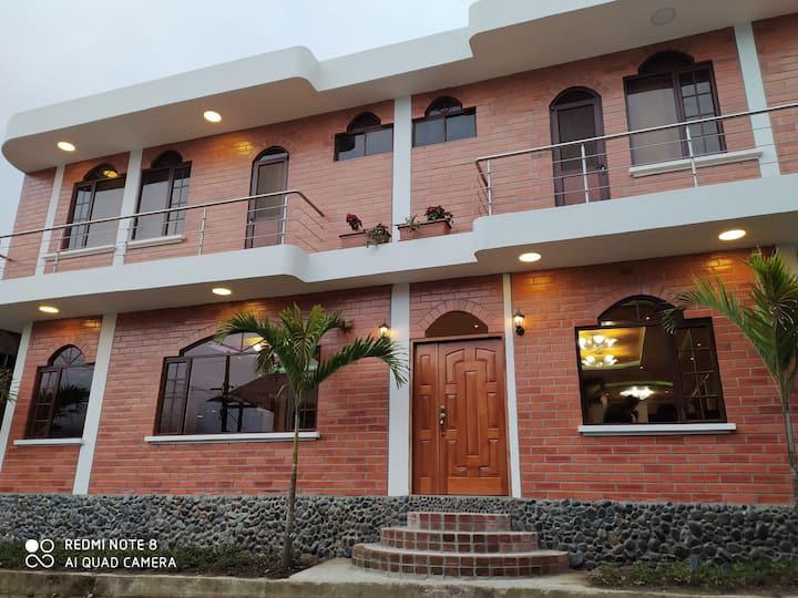 Habitación Matrimonial con Balcón en Mindo