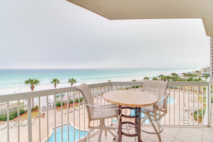 Exquisite gulf-front getaway w/ocean views, two shared pools, hot tubs, & more