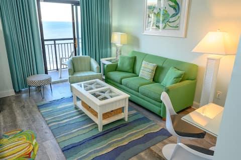 ⭐Stargazer Suite! Penthouse! Renovated '19 TIKIBar LazyRiver  Hottubs/OceanFront