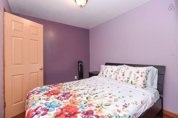 Beautiful room, safe & central loc, private access