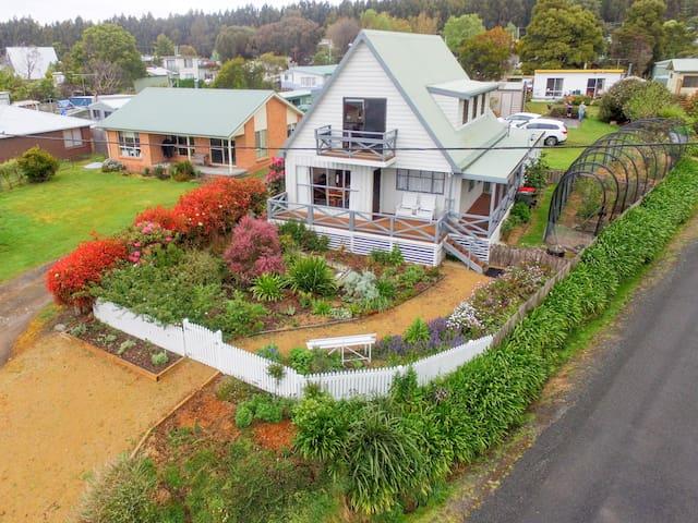 Tasman Street Cottage