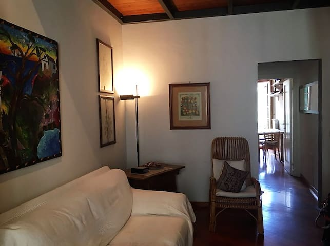 2 bathrooms, quiet and central apt Beccaria Square