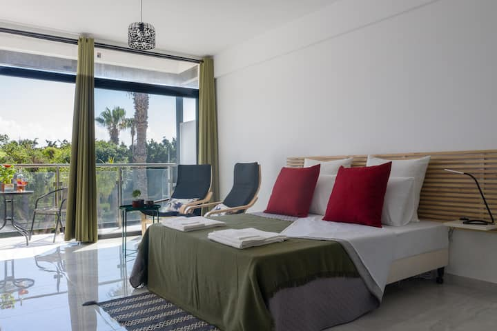 Lux Studio 7 in the♡of K.Paphos 5' from the beach