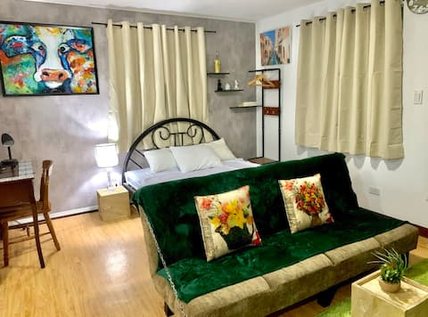 A spacious studio near Azuela Cove and SM Lanang.