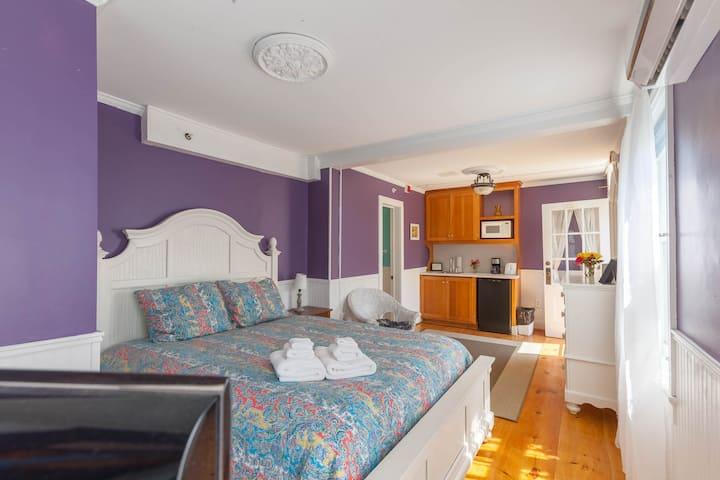 The Bellevue House, Lilac Suite