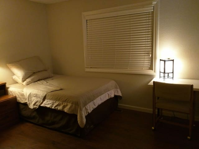 Spacious room with private bath - Cupertino - House