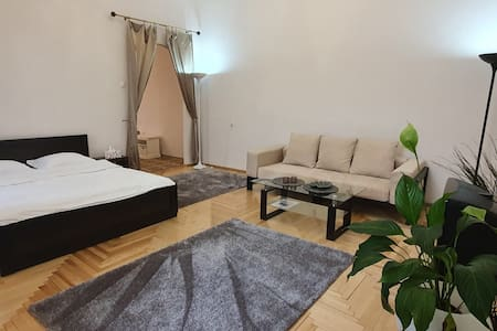 Big apartment in heart of Kiev Independence Square