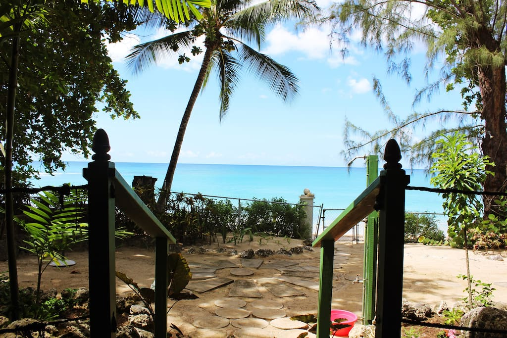 Private access to the beach.. just a few steps from the cottage